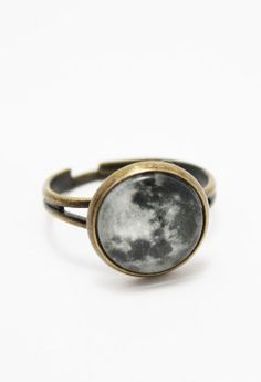 This beautiful full moon ring is made from a high quality full moon print attached to a bronze adjustable ring. It is sealed with a 12 mm glass dome that also magnifies the print. The ring is lead and