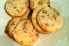 Give these decadent cookies a try. Holiday Meals, Holiday Recipes, Pecan Cookies, Kid Friendly Meals, Cookie Recipes, Sweet Treats, Lemon, Baking, Ethnic Recipes