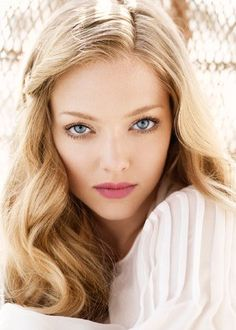 Amanda Seyfried's long thick hair = hair inspiration to grom mine out