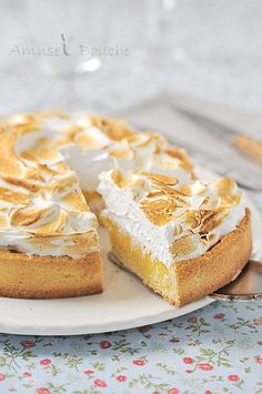 Tarte au citron meringuée - uses ground almonds in the crust, interesting touch Delicious Desserts, Dessert Recipes, Yummy Food, Sweets Cake, Sweet Tarts, Love Food, Sweet Recipes, Bakery, Food And Drink