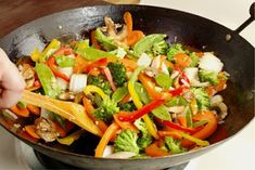 A healthy and delicious vegetable stir fry recipe, great as a main course or side dish. Chinese stir fried vegetables are one of our easy dinner recipes. Paleo Recipes Easy, Stir Fry Recipes, Asian Recipes, Simply Recipes, Sauce Recipes, Delicious Recipes, Asian Vegetables, Fried Vegetables, Vegetables List