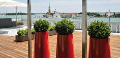 OXO by De Castelli was produced especially to furnish the offices of the What a view of the ! Indoor Planters, Garden Planters, Planter Pots, Outdoor Rooms, Outdoor Furniture, Green Plants, Evergreen, Eco Friendly, Patio
