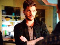 Elliott (Adam Lambert)