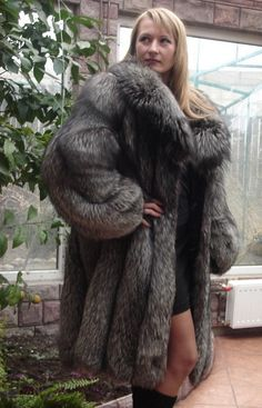 Thats what I talking about puffy fur coat sexy