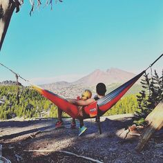 Now this is a date #hammocklife #travel #dateday #date #goodvibes #love #enonation #summer #hammock #nature #camp #hiking #outdoors #eno by @greentintedvibes