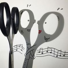 Combining a love for comic strips with a bit of creativity, Vincent Bal works within the confines of shadows of everyday objects and create whimsical doodles. Shadow Drawing, Shadow Art, Shadow Play, Vincent Bal, Ombres Portées, Funny Doodles, Shadow Puppets, Glass Texture, Sign Printing