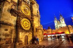foto praha - orloj Prague Astronomical Clock, Czech Republic, Barcelona Cathedral, Big Ben, Places To See, Country, Night, Building, Travel
