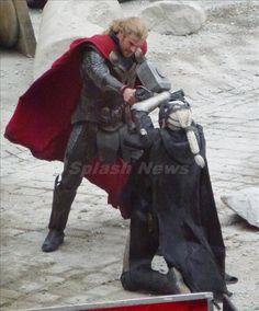 Thor and Malekith throw down in 5 new Dark World set pics - Blastr