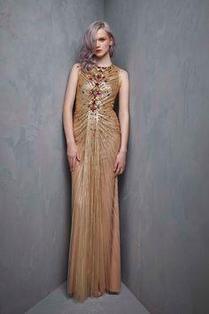 Jenny Packham Resort 2018 Fashion Show Collection Fashion Line, Fashion 2018, Fashion Outfits, Women's Fashion, Red Carpet Gowns, Jenny Packham, Fashion Show Collection, Formal Gowns, Beautiful Gowns