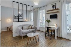 Зонирование гостиной и спальни с помощью стеклянной перегородки