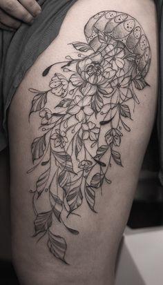 Leg Sleeve Tattoo, Sleeve Tattoos For Women, Back Tattoos, New Tattoos, Body Art Tattoos, Fish Tattoos, Cool Tattoos, Jellyfish Tattoo, Amazing Tattoos