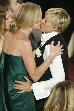 Five years ago, rang the wedding bells for Ellen DeGeneres and actress Portia de Rossi. In 1997, the TV presenter had her coming-out. In the same year she made her relationship with actress Anne Heche who left DeGeneres three years later for a man who publicly.