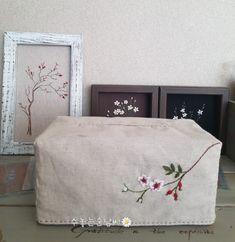 느낌자수 이야기 오랜만에 인사 드려요^^ 마흔세번째이야기는 찔레꽃이 수 놓아져 있는 휴지케이스예요~ 느... Tissue Box Covers, Tissue Boxes, Decoration, Floating Nightstand, Embroidery Patterns, Art Reference, Diy And Crafts, Oriental, Ottoman