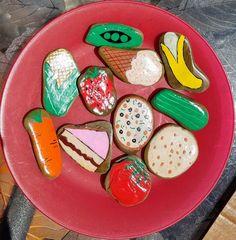 Play Kitchen Sets, Mud Kitchen, Kitchen Paint, Kitchen Ideas, Pretend Food, Play Food, Pretend Play, Stone Painting, Diy Painting