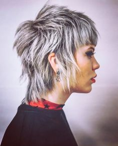 Short Hairstyle Ideas To Look Great In 2019 Short Hairstyle Ideas To Look Great In 2019 - frisuren haare hair hair long hair short Short Choppy Layered Hair, Short Hairstyles For Thick Hair, Short Hair Styles Easy, Pixie Hairstyles, Hairstyles With Bangs, Short Hair Cuts, Short Thick Hair, Hairstyles 2016, Baddie Hairstyles