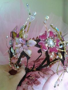 @graciemiller LOOK AT THIS HEADPIECE!! I must have this for Rylee.