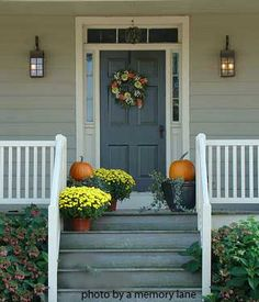 A beautifully decorated autumn porch.