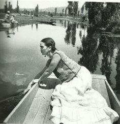 http://dangerousminds.net/comments/30_gorgeous_black_white_photos_of_frida_kahlo