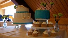 calla lily wedding cake Calla Lily Wedding, Cupcake Cakes, Cupcakes, Wedding Cakes, Desserts, Food, Wedding Gown Cakes, Tailgate Desserts, Cupcake