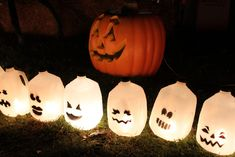10 Must-Haves Every Kids Halloween Party Needs - Rustic Baby Chic Spooky Halloween Crafts, Halloween Decorations To Make, Halloween Lanterns, Outdoor Halloween, Halloween Projects, Halloween Kids, Halloween Party, Halloween Stuff, Halloween Goodies