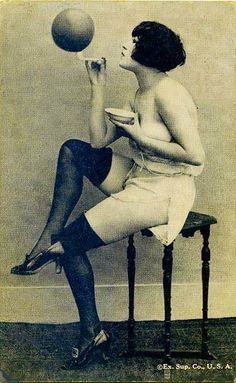 ARCADE CARD - EXHIBIT SUPPLY COMPANY  - PIN-UP - WOMAN BLOWING BUBBLE WITH ST