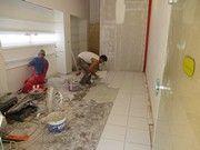 Τοποθέτηση πλακιδίων Tile Floor, Flooring, Texture, Crafts, Surface Finish, Manualidades, Tile Flooring, Wood Flooring, Handmade Crafts