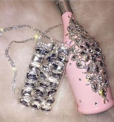 💕👑New Years Eve vibes 🍾🎆✨ #NYE #2017 #vibes #glamour #instabeauty #pink #jewels #Swarovski #phonecase #iPhone #clear #champagne #2016 #fauxfur #fashion #style #party #babypink #glam #fashioninspo #diamonds #jewelry