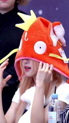 Rose Video, Blackpink Video, K Pop, Rose Icon, Kim Jisoo, Blackpink And Bts, Black Pink Kpop, Park Chaeyoung, Anime Sketch