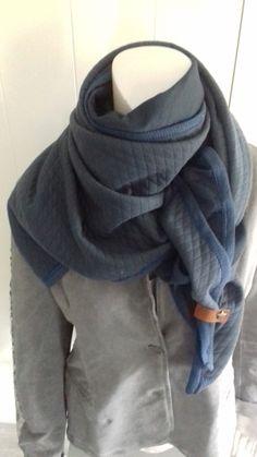 Driehoek sjaal  donker blauw/ blauw