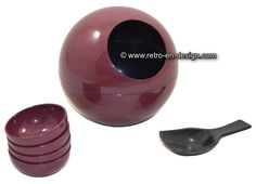 Vintage Bordeaux red plastic Peanut ball '60s Authentic vintage plastic peanut ball or bowl from the sixties with round hole. Color: Bordeaux red. Including four small dishes and spoon.  http://www.mijnwebwinkel.nl/winkel/kenko/en_GB/a-46867107/plastics/vintage-bordeaux-red-plastic-peanut-ball-60s/