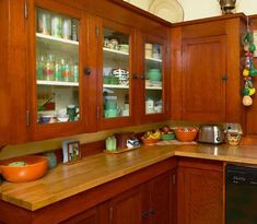 """""""Bungalow Color in the Kitchen"""" 1912 Bungalow in Pasadena, CA. Countertops are practical, period-appropriate butcher block. Small Bungalow, Bungalow Kitchen, Bungalow Homes, Craftsman Kitchen, Craftsman Style, Kitchen Corner, Kitchen Art, New Kitchen, Kitchen Decor"""