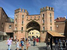 Landshut Wedding in Bavaria is a medieval spectacle Bavaria, Medieval, Louvre, Street View, Wedding, Travel, Mariage, Bayern, Mid Century