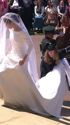 Royal Wedding of Prince Harry & Meghan Markle ? After months of speculation Meghan surprised everyon. Harry And Meghan Wedding, Harry Wedding, Meghan Markle Wedding, Prince Harry And Megan, Royal Wedding Gowns, Royal Weddings, Wedding Dress, Princess Meghan, Prince And Princess