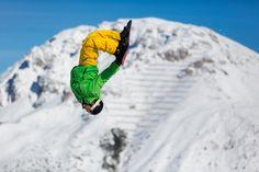 Bei der Safeflight-Action landet ihr ganz weich in einem riesigen Luftkissen - so wird jeder Sprung zum Kinderspiel. Innsbruck, Hip Hop, Challenge, Alps, Mount Everest, Mountains, Travel, Skiing, Infant Games