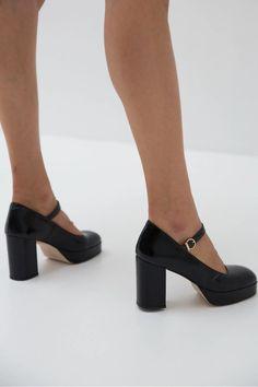 Made in Europe. Dr Shoes, Tennis Shoes Outfit, Me Too Shoes, Black Shoes, Shoes Heels, Prom Heels, Men Heels, High Heel Sneakers, Sneaker Heels