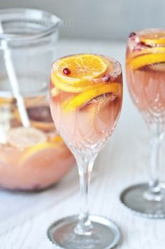 Citrusy champagne sangria When life gives you citrus fruits, make this refreshing sangria!