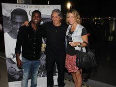 """Christine Fernandes e a cantora Fernanda Abreu, estiveram na sessão especial do filme """"Samba e Jazz"""" em um cinema na Lagoa, Zona Sul do Rio. http://ego.globo.com/noite/noticia/2014/10/paula-burlamaqui-da-beijo-em-carlinhos-de-jesus-em-pre-estreia.html"""