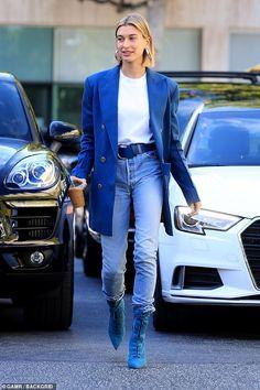 Hailey Baldwin steps out in a Blue Blazer and YEEZY Boots – Anziehsachen Estilo Hailey Baldwin, Hailey Baldwin Style, Blue Blazer Outfit, Look Blazer, Blazer Outfits, Street Style Outfits, Look Street Style, Fashion Mode, Star Fashion