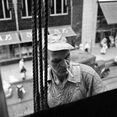 Street Gallery of photos taken by the photographer Vivian Maier. One of multiple galleries on the official Vivian Maier website. Best Street Photographers, Great Photographers, Oscar Wilde, Vivian Maier Street Photographer, Vivian Mayer, Foto Art, Thing 1, Black And White Photography, Street Photography