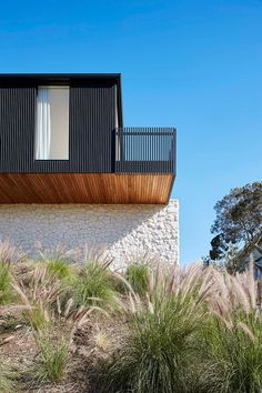 A Sorrento beach house made for laid back family living Exterior of beach house in Sorrento clad in timber and stone Café Exterior, Exterior Design, Cottage Exterior, Modern Exterior, Contemporary Beach House, Modern House Design, D House, Facade House, Rural House