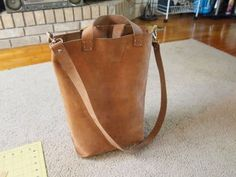 Leather Tote - DIY: 7 Steps (with Pictures) Diy Leather Tote, Leather Store, Sewing Leather, Leather Bags, Leather Working Patterns, Leather Bag Pattern, Diy Tote Bag, Purses, Tuto Sac