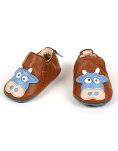 Brown baby shoes with little cows - Easy Peasy