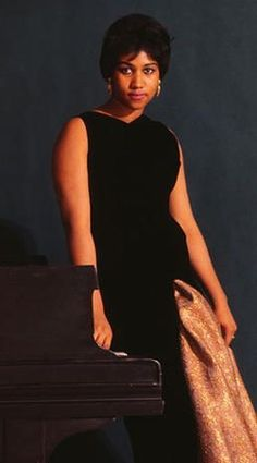 "Aretha Franklin - Aretha Franklin: ""Queen of Soul"" - Pictures - CBS News Music Icon, Soul Music, Indie Music, Marie Curie, James Dean, Mahatma Gandhi, Steve Jobs, Audrey Hepburn, Marilyn Monroe"