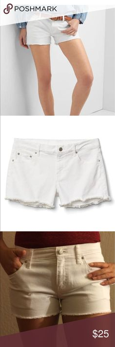 NWT Gap shorts White shorts. Raw edge, great fit, a little bit of stretch, NWT. 3 inch inseam. Slim fit through hips. Mid rise.                          Same day shipping 🛍 NWT!!! 🛍 petite. GAP Shorts Jean Shorts