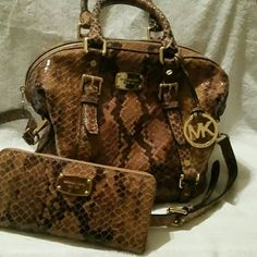 ..NEW .MICHEAL KORS.WALLET & PURSE SET Real cute snake skin wallet & purse set Michael Kors Bags Totes