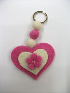 Diy And Crafts, Crafts For Kids, Arts And Crafts, Hand Sewn Crafts, Felt Keychain, Felt Animal Patterns, Jw Gifts, Felt Decorations, Felt Diy
