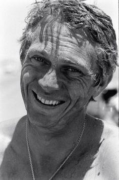 Photographies de John Dominis En 1963, la célèbre revue américaine, Life Magazine, envoie son photographe John Dominis suivre Steve McQueen, chez lui, à Palm Springs.