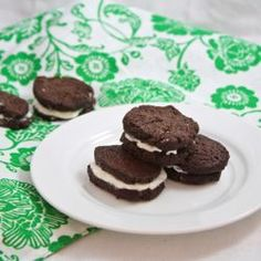 Healthy+homemade+Oreos-+just+as+delicious+as+the+original+and+only+25+calories+each!