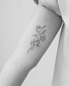 Tiny tattoos mini tattoos, little tattoos, new tattoos, body art tattoos, Delicate Flower Tattoo, Pretty Flower Tattoos, Flower Tattoo Arm, Beautiful Tattoos, Aster Tattoo, Tattoo Floral, Black Flower Tattoos, Poppy Tattoo Small, Small Flower Tattoos For Women