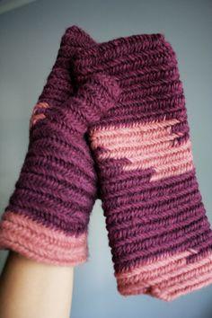 Mitones Violeta  rosa tejidos con Nålbinding por elpulloverazul, $25.00